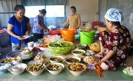 亚洲妇女,越南食物 库存图片