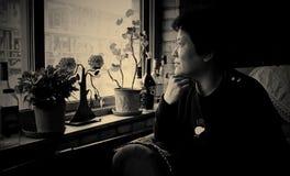 亚洲妇女` s室内画象 免版税库存图片