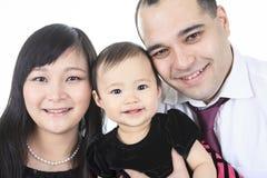 亚洲婴孩和家庭在演播室白色背景 免版税库存图片