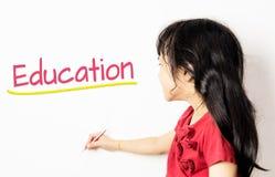 亚洲孩子在白板写了教育 免版税库存图片