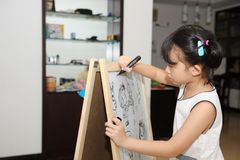 亚洲孩子绘画 库存照片