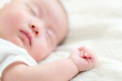 亚洲婴孩睡眠 免版税库存照片