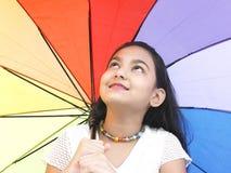 亚洲少年伞 免版税库存照片