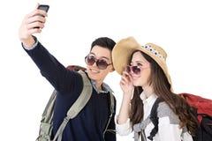 亚洲年轻旅行的夫妇selfie 免版税库存图片