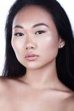 亚洲有吸引力的背景美好的秀丽白种人中国特写镜头表面女性查出混合模型理想的纵向种族皮肤白人妇女 免版税库存图片