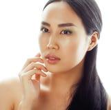 亚洲有吸引力的背景美好的秀丽白种人中国特写镜头表面女性查出混合模型理想的纵向种族皮肤白人妇女 美好的有吸引力的混合的族种中国亚洲/白种人女性模型与 免版税库存图片