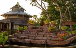 亚洲样式亭子和喷泉 库存照片