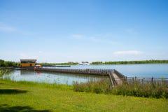 亚洲汉语,天津武清,绿色商展, Lakeview,木桥 免版税库存图片