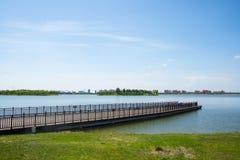 亚洲汉语,天津武清,绿色商展, Lakeview,木桥 库存照片