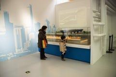 亚洲汉语,资本博物馆,北京,对北部水转换项目陈列的南部 库存图片