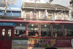 亚洲泰国曼谷河沿城市生活公共汽车 免版税库存照片
