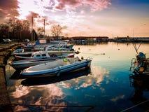 亚洛瓦市小游艇船坞和海口日落 图库摄影