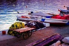 亚洛瓦市小游艇船坞和海口 库存照片
