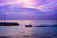 亚洛瓦市小游艇船坞和海口 免版税库存图片