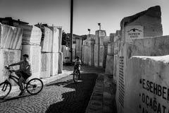 亚洛瓦市的街道和人们 库存照片