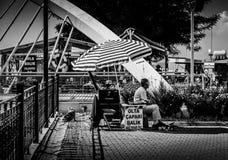 亚洛瓦市的街道和人们 免版税库存照片