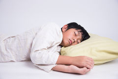 亚洲男孩睡眠 免版税图库摄影