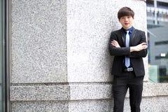 年轻亚洲男性商业主管微笑的画象 免版税库存图片