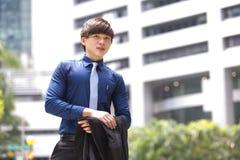 年轻亚洲男性商业主管微笑的画象 免版税库存照片