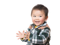亚洲男婴拍的手 免版税库存照片