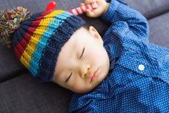 亚洲男婴睡觉 免版税图库摄影