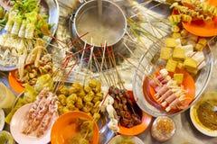 从亚洲的传统lok-lok街道食物 免版税库存图片