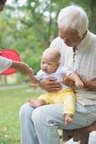 亚洲祖父使用 库存照片