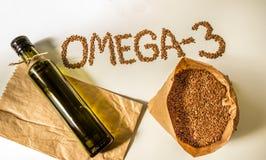亚麻籽,在瓶的亚麻仁油 吃健康 免版税库存照片