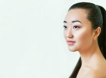 亚洲美丽的纵向妇女年轻人 做自然 免版税图库摄影
