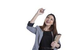 亚洲背景企业女实业家图表图画图形增长查出显示成功诉讼虚拟白人妇女的利润屏幕 图库摄影