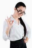 亚洲背景企业女实业家白种人现有量愉快的查出的好的理想的俏丽的显示的符号微笑的白人妇女年轻人 Whi 免版税库存照片