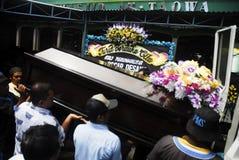 亚洲航空飞行事故遇难者葬礼  图库摄影