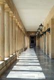 亚洲艺术博物馆的柱廊段落在科孚岛,希腊 库存照片