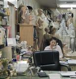 亚洲血汗工厂办公室 免版税库存照片