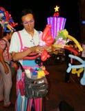 亚洲街道艺术家,可笑的ballloon 免版税库存照片
