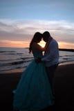 亚洲非洲婚礼夫妇 免版税库存图片
