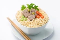 亚洲面条和筷子 免版税库存图片