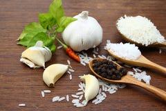 亚洲食品成分的安排在木板的 库存图片