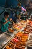 亚洲食物立场在晚上,泰国 免版税图库摄影