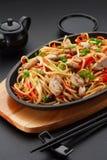 亚洲食物 与鸡的乌龙面面条 库存照片