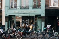 亚洲餐馆在Oude Pijp,一个邻里在阿姆斯特丹,分类 库存图片