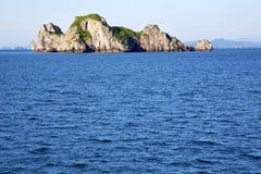 亚洲kho陶lomprayah海湾小岛白色海滩晃动 免版税库存照片