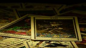 死亡占卜用的纸牌的蚂蚁恶魔,在自转 股票录像