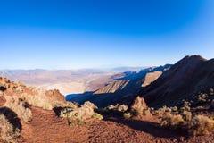 死亡谷山全景从上面 库存照片