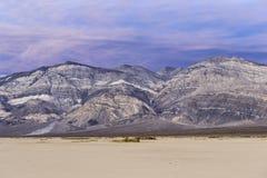死亡谷平纹山日落光的 库存图片
