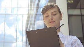 交互式女商人画象  股票视频