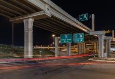 交叉路在晚上 免版税图库摄影