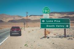 交叉路在死亡谷国家公园,加利福尼亚,美国 库存图片