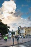交叉路海军部堤防,圣彼德堡,俄罗斯 免版税图库摄影