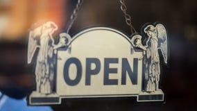 移交开放和闭合的标志 股票视频